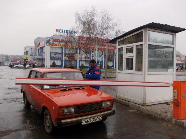 Артемовские водители продолжают платить за парковку возле «Астрона» наличкой, фото-4