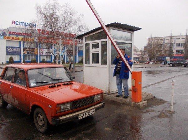 Артемовские водители продолжают платить за парковку возле «Астрона» наличкой, фото-5