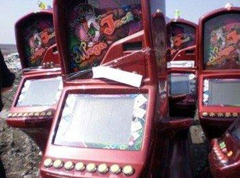 В Донецкой области бульдозером раздавили десять игровых автоматов (фото), фото-2