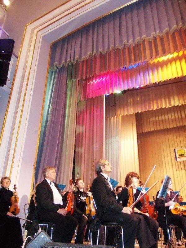 В Артемовске на концерте дирижер выстрелил в зрительский зал (ВИДЕО), фото-3