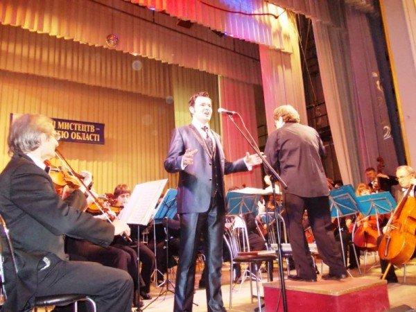 В Артемовске на концерте дирижер выстрелил в зрительский зал (ВИДЕО), фото-4