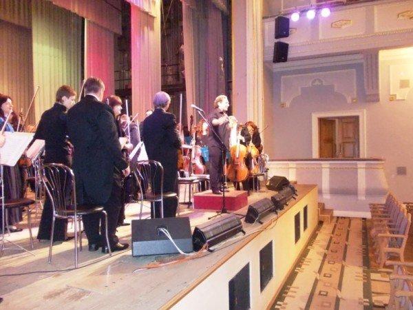 В Артемовске на концерте дирижер выстрелил в зрительский зал (ВИДЕО), фото-6
