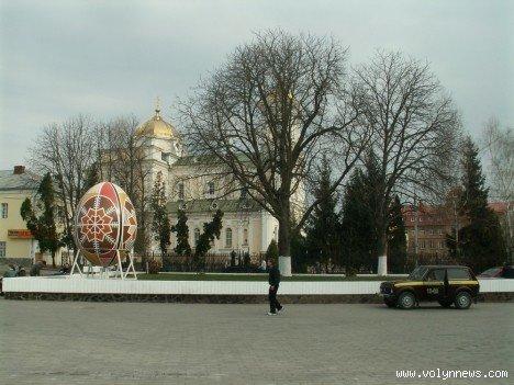 У центрі Луцька – майже 4-метрова писанка (ФОТО), фото-2