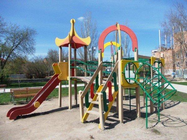 В Артемовске малыши травмируются на детских площадках, фото-1