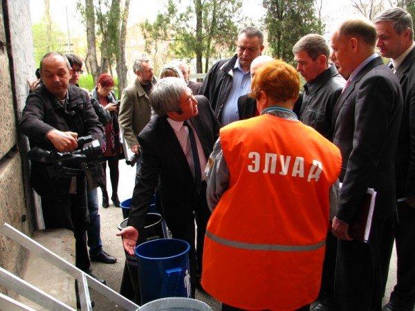 Запорожский мэр совещался с дворниками по поводу новых урн (ФОТО), фото-4