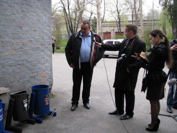 Запорожский мэр совещался с дворниками по поводу новых урн (ФОТО), фото-6