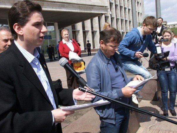 Ляшко  на митинге в Донецке: Мне уже противно смотреть на «депутатов-пенсионеров», которые покрылись мхом и плесенью (фото), фото-1