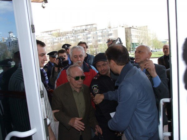 Ляшко  на митинге в Донецке: Мне уже противно смотреть на «депутатов-пенсионеров», которые покрылись мхом и плесенью (фото), фото-7