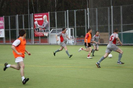 У Вінниці учасники молодіжного форуму ганяли у футбол з чиновниками, ювелірами та дівчатами (ФОТО), фото-2