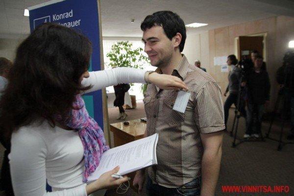 Молодь і політики влаштували у Вінниці відверте спілкування по-англійські (ФОТО), фото-1