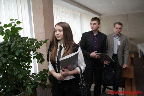 Молодь і політики влаштували у Вінниці відверте спілкування по-англійські (ФОТО), фото-2