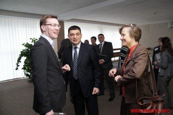 Молодь і політики влаштували у Вінниці відверте спілкування по-англійські (ФОТО), фото-6