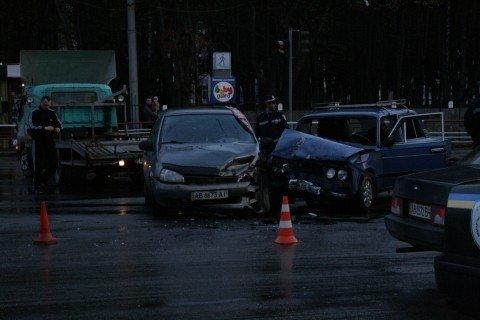 У Вінниці біля «Урожаю» зіткнулися «шістка» та «Лада Калина» (ФОТО, ВІДЕО), фото-1