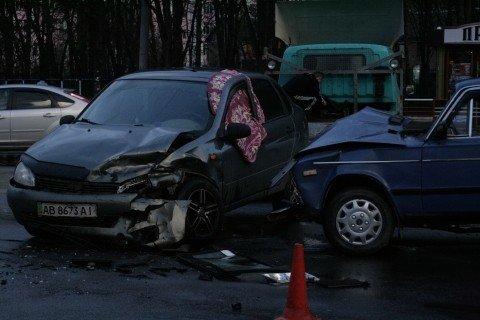 У Вінниці біля «Урожаю» зіткнулися «шістка» та «Лада Калина» (ФОТО, ВІДЕО), фото-3