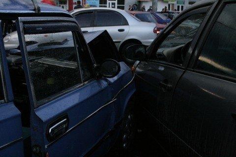 У Вінниці біля «Урожаю» зіткнулися «шістка» та «Лада Калина» (ФОТО, ВІДЕО), фото-5