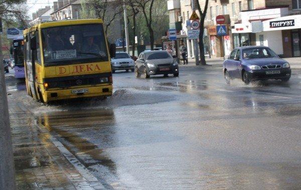 Центр Донецка сегодня залило потоками грязной воды (фото), фото-2