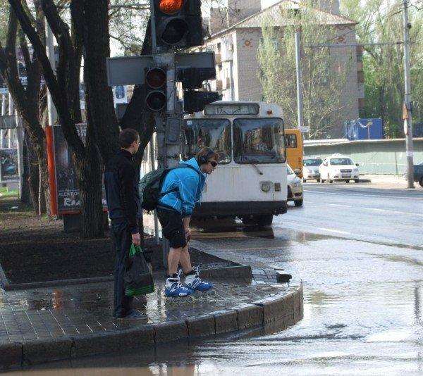 Центр Донецка сегодня залило потоками грязной воды (фото), фото-1