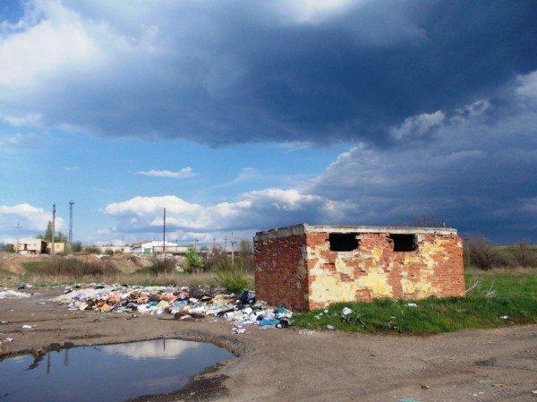 «Майские» на артемовской дамбе: мусора много – дров мало, фото-1
