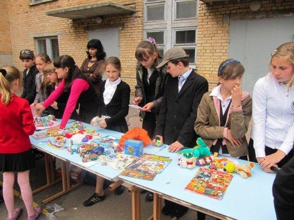 В Артемовске школьники собрали 2500 гривен для детей-диабетиков, продав на ярмарке свои игрушки и книги, фото-4