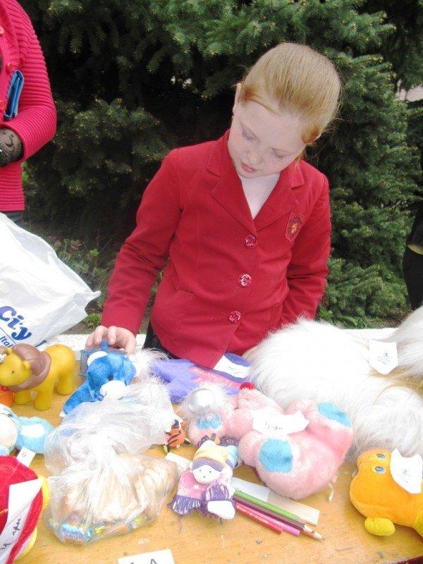 В Артемовске школьники собрали 2500 гривен для детей-диабетиков, продав на ярмарке свои игрушки и книги, фото-5