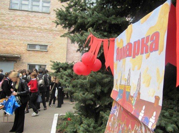 В Артемовске школьники собрали 2500 гривен для детей-диабетиков, продав на ярмарке свои игрушки и книги, фото-6