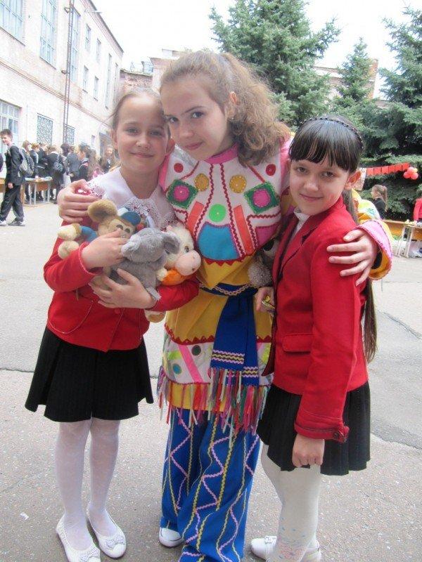 В Артемовске школьники собрали 2500 гривен для детей-диабетиков, продав на ярмарке свои игрушки и книги, фото-7