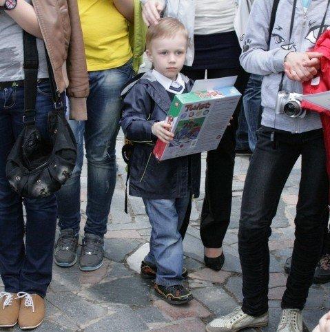 У Вінниці студенти-волонтери зробили статую пластикової пляшки (ФОТО), фото-6