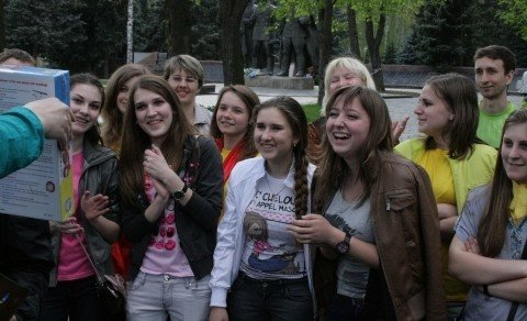 У Вінниці студенти-волонтери зробили статую пластикової пляшки (ФОТО), фото-7