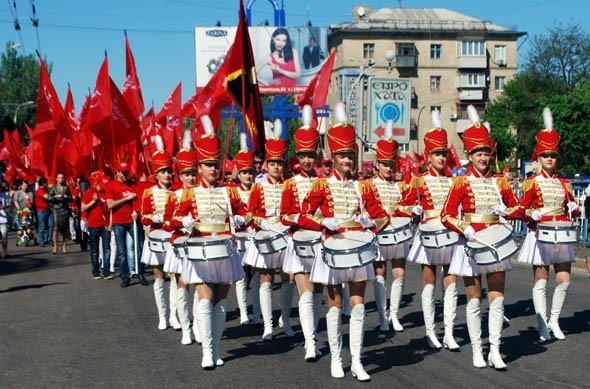 На маевке в Луганске вспомнили «голубых», «мародеров» и дешевую колбасу (ФОТО), фото-10