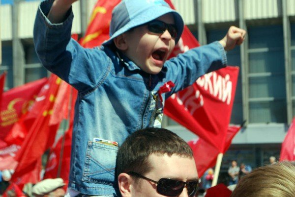На маевке в Луганске вспомнили «голубых», «мародеров» и дешевую колбасу (ФОТО), фото-8