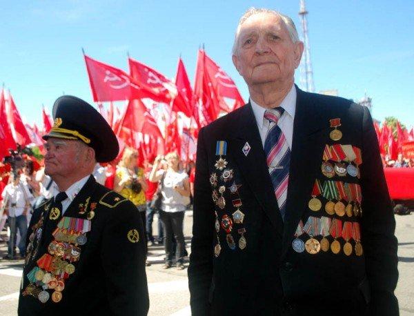 На маевке в Луганске вспомнили «голубых», «мародеров» и дешевую колбасу (ФОТО), фото-9