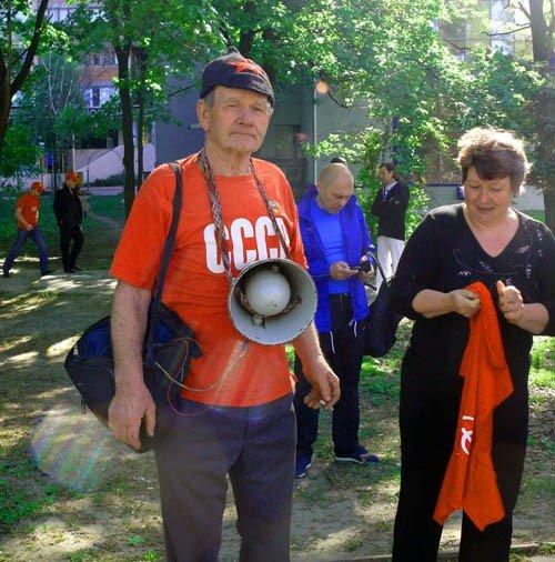 На маевке в Луганске вспомнили «голубых», «мародеров» и дешевую колбасу (ФОТО), фото-2