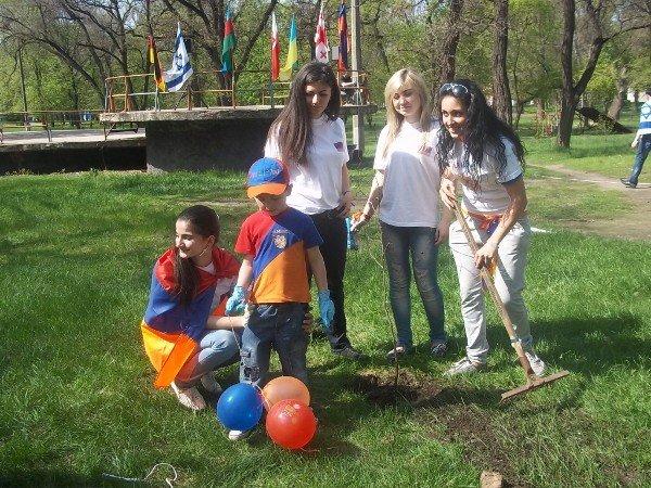 Национальные общины Кривого Рога создали Аллею Дружбы (ФОТО), фото-6