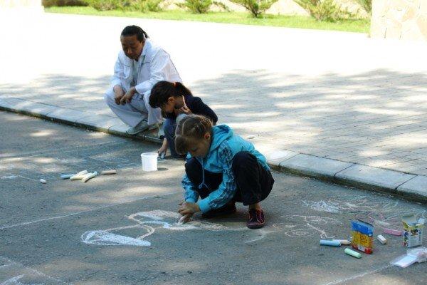 В Артемовске дети украсили парк антивоенными рисунками, фото-1