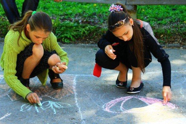 В Артемовске дети украсили парк антивоенными рисунками, фото-3