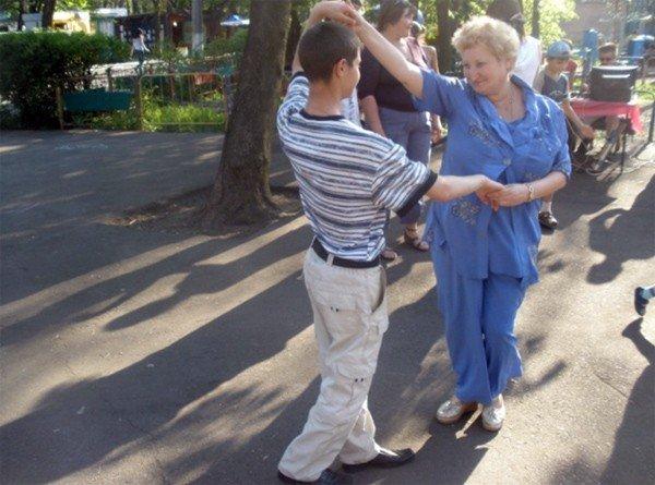 Горловских детей из многодетных семей бесплатно покатали на аттракционах в парке им. Горького, фото-2