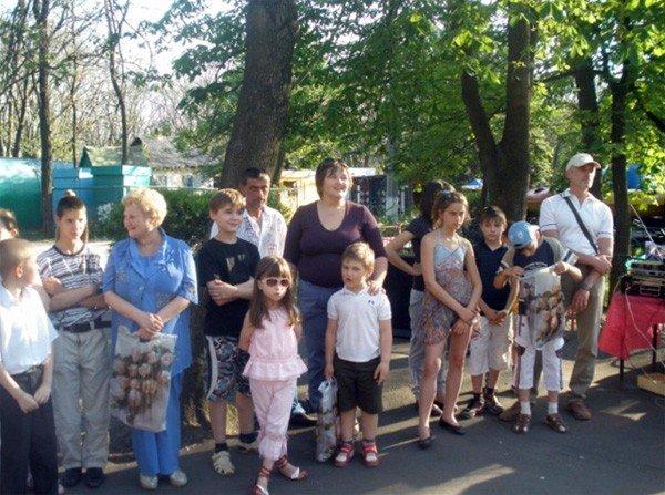 Горловских детей из многодетных семей бесплатно покатали на аттракционах в парке им. Горького, фото-3