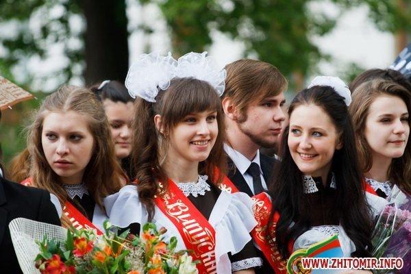 Сегодня в Житомире для 11-классников прозвенел последний школьный звонок (ФОТО), фото-6
