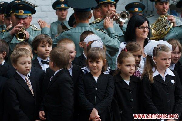 Сегодня в Житомире для 11-классников прозвенел последний школьный звонок (ФОТО), фото-8