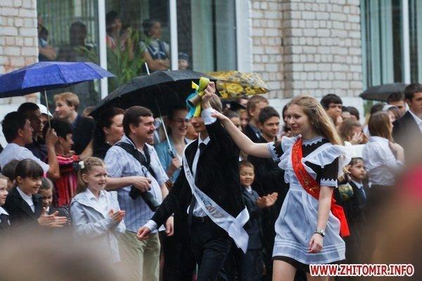 Сегодня в Житомире для 11-классников прозвенел последний школьный звонок (ФОТО), фото-9
