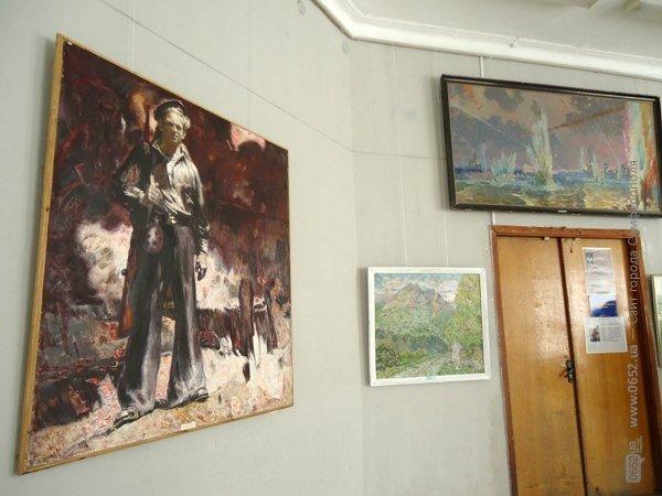 В Симферополе открылась выставка, посвященная Дню Победы (ФОТО), фото-1
