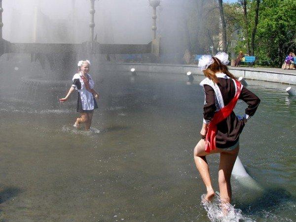 Вчера в Луганске выпускники купались в фонтанах (ФОТО), фото-7
