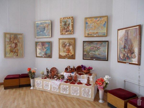 В Симферополе открылась семейная выставка живописи (ФОТО), фото-1