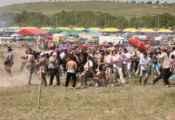В Крыму во время праздника лошадь наскочила на главу Севастополя (фото), фото-1