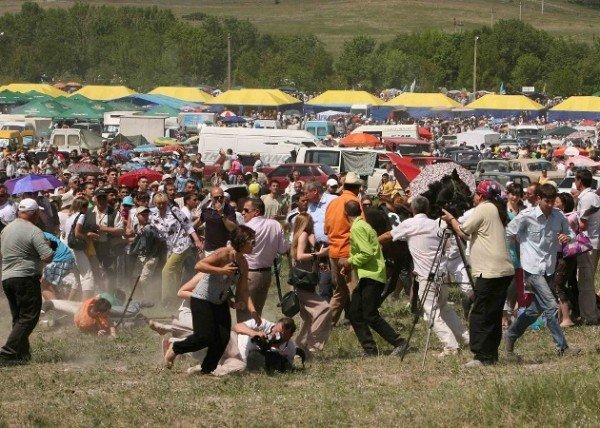 В Крыму во время праздника лошадь наскочила на главу Севастополя (фото), фото-2