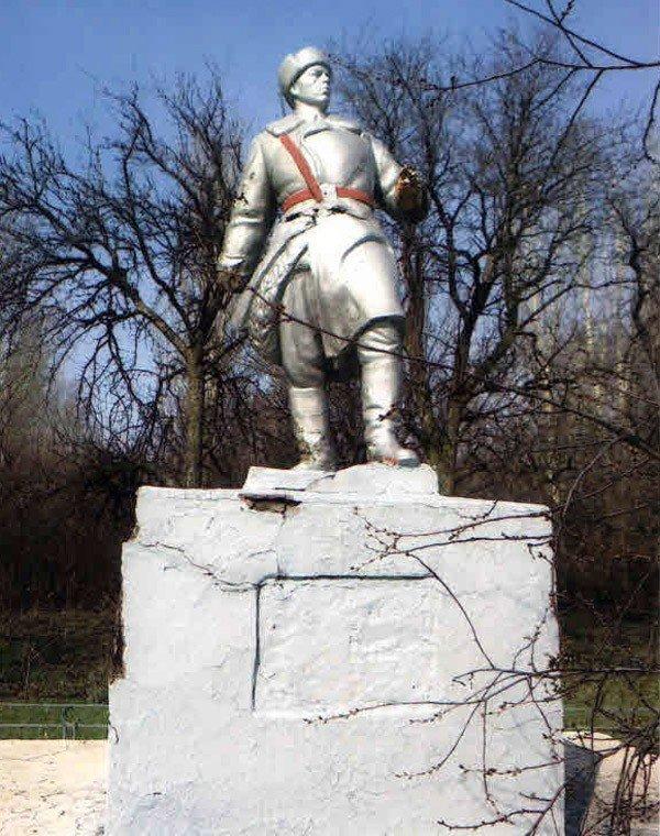 «Регионалы» возродили памятник Воину-освободителю в горловском поселке Гурты, фото-1