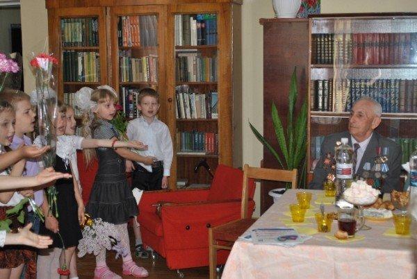 Симферопольские школьники спели ветеранам «Катюшу» (ФОТО), фото-1