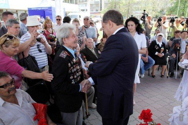 В центре Симферополя Могилев катал ветеранов на машине (ФОТО), фото-1