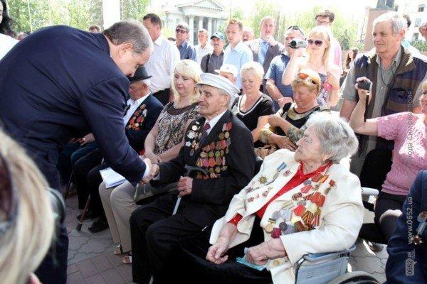 В центре Симферополя Могилев катал ветеранов на машине (ФОТО), фото-4