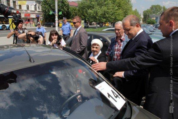 В центре Симферополя Могилев катал ветеранов на машине (ФОТО), фото-5
